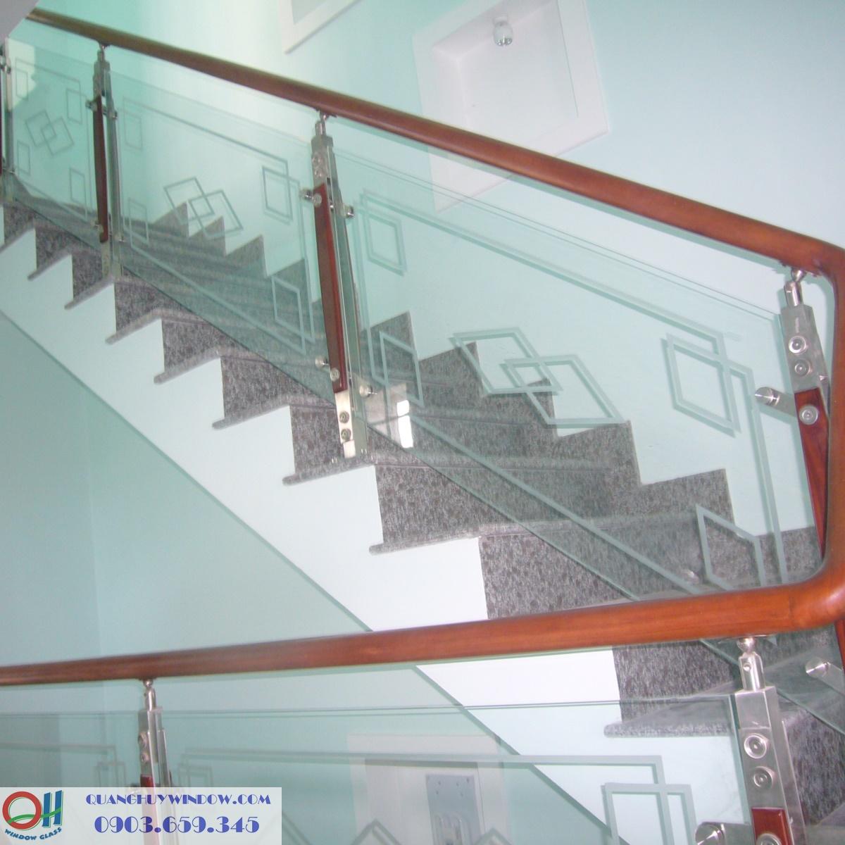 Cầu thang trụ gỗ bắt mặt bậc thang