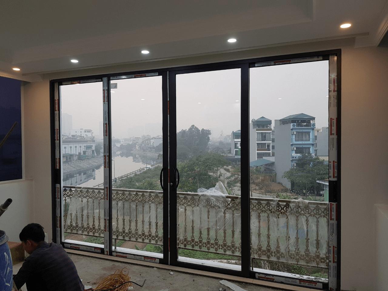 Cửa Đi Lùa Trượt 4 Cánh Nhôm Xingfa Quảng Đông