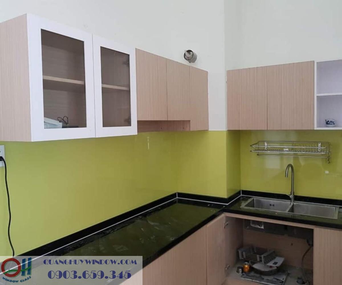 Kính màu ốp bếp 11